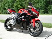 красный Мотоцикл HONDA CBR 600R